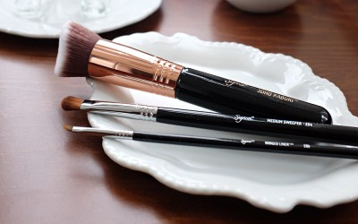 USE THIS TRICK TO GET MAKEUP BRUSHES SUPER CLEAN